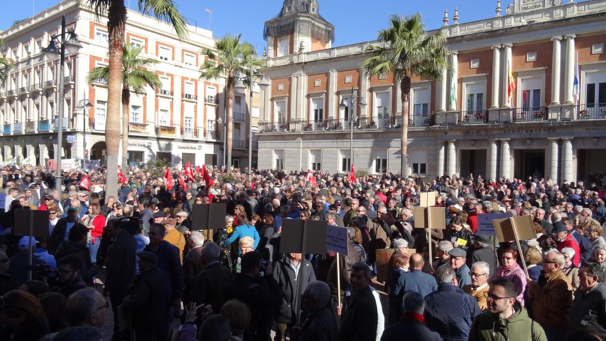 """La rebelión de los pensionistas: Huelva se suma multitudinariamente a la """"ola de indignación"""" que recorre España"""