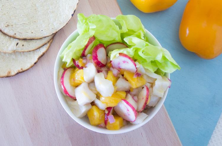 Receta de ceviche de mango con chile manzano y rabano