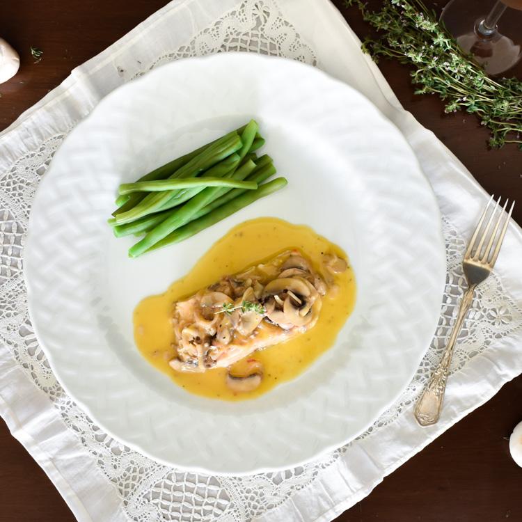 Salmón con salsa de champagne y mantequilla