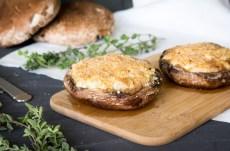 Portobellos rellenos de alcachofa y queso de cabra | Revista Maria Orsini