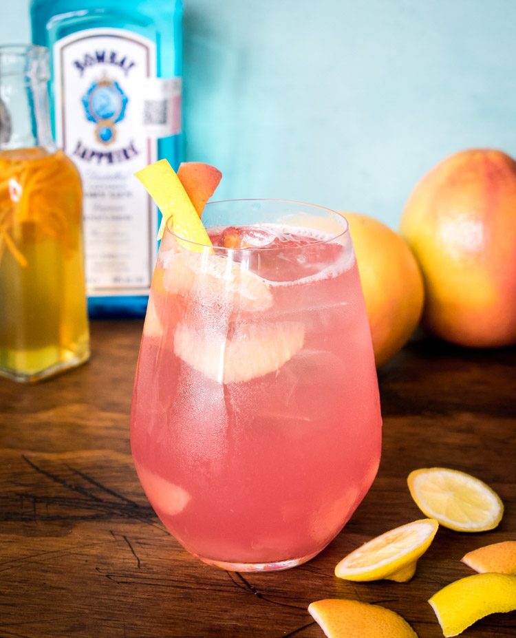 Coctel de Bombay Sapphire: toronja, limón y naranja. Cool Weekend