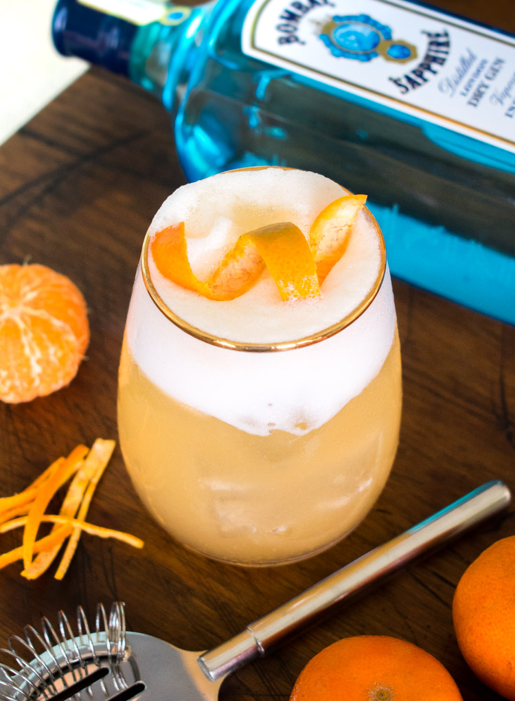 Coctel de Bombay Sapphire: ginebra, mandarina, agua tónica - Tangerine Tonic