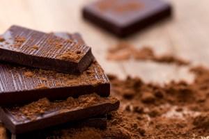 El chocolate amargo podría ayudar a mejorar la memoria, aumentar la inteligencia y hasta ponernos de mejor ánimo.