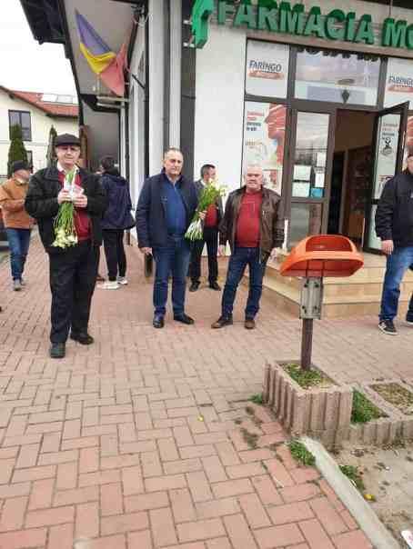 Mitocanii de la PSD au oferit cozi de frezii femeilor din Ștefănești 3