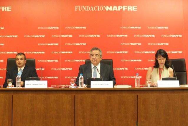 Iz. Pablo Jiménez Burillo, centro, Alberto Manzano y dr Annabelle Görgen-Lammers