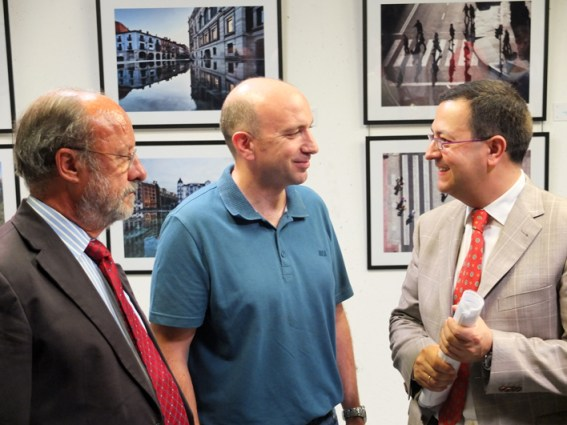 De izquierda a derecha: Francisco J. León de la Riva, Jesús González y Fernando Rubio.