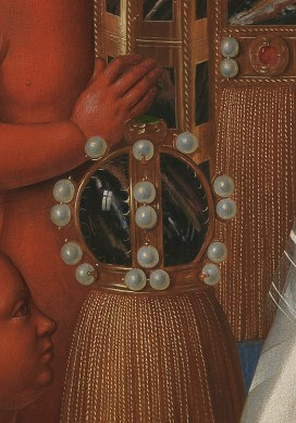 Detalle de bola de cristal en La Virgen con el Niño y ángeles