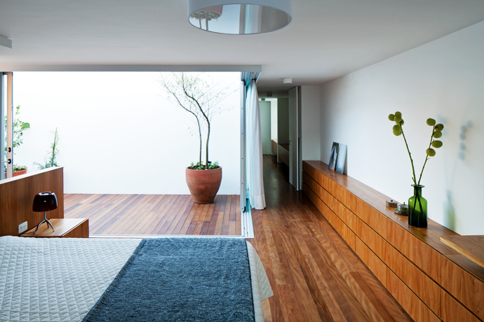 Master bedroom integrated to courtyard