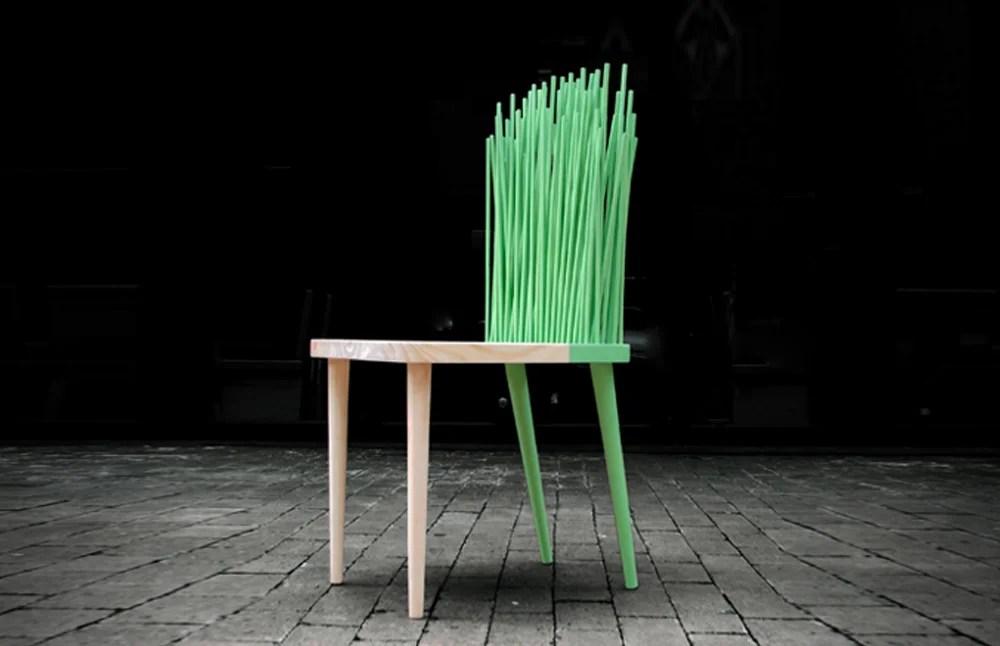 El próximo jueves 26 de septiembre se inaugura la exposición colectiva Me siento bien, una muestra de sillas hechas por varios diseñadores colombianos.