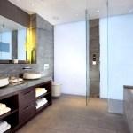 Revestimiento para baño por Spanlite en la suite jaguar del Hotel crown plaza. Muestra del Surface design show- London, 2015.