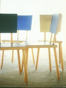 Stöck, silla por la firma alemana de diseño Höltje Kufus/ Lehrstühle Interinstitut, en el IMM Cologne 2015.