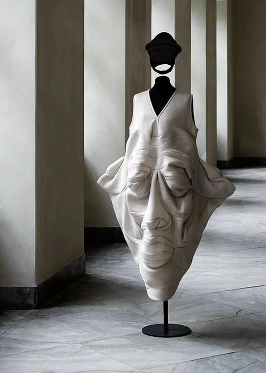 ddn-Face-dress-by-Henrik-Vibskov.-Designmuseum-Danmark.-Photo-Pernille-Klemp