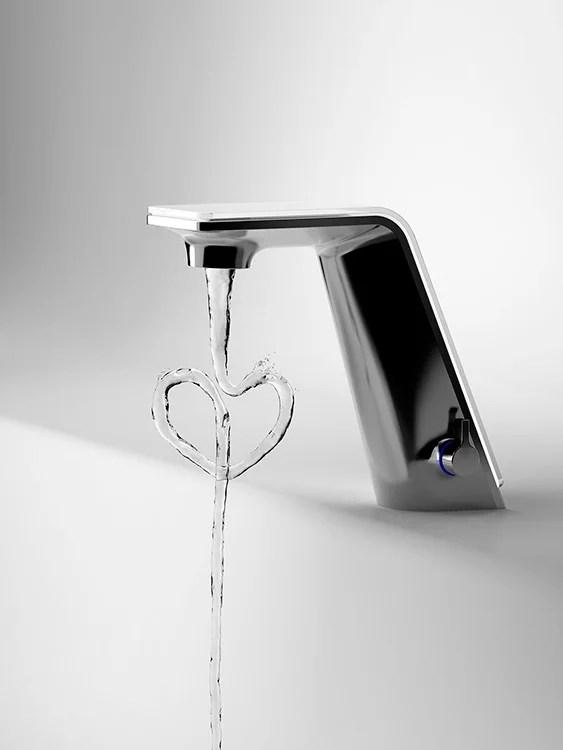 Design by Rodrigo Torres. Rodrigo Torres Alessi Sense by Hansa. Grifería Inteligente de bajo consumo para baño y cocina. ALESSI (Italia) y Oras (Finlandia).