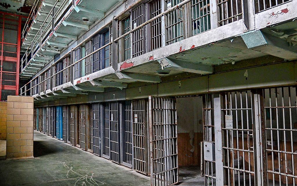 Cárceles caducas