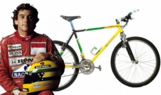 Ayrton passeia de bicicleta em Mônaco