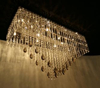 https://www.boutiquedoslustres.com.br/luminaria-cristal-translucido-e-cristal-asfour-champagne