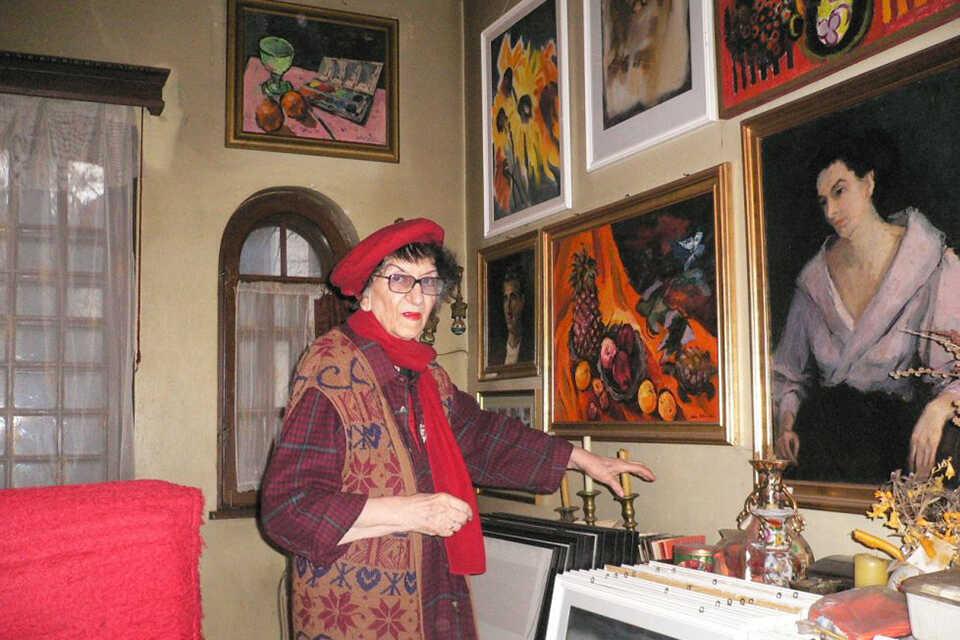 Iulia Hălăucescu – portretul unei doamne