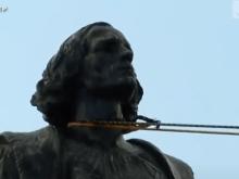 La estatua de Cristóbal Colón derribada en Minnesota (Foto de la agencia Dire)