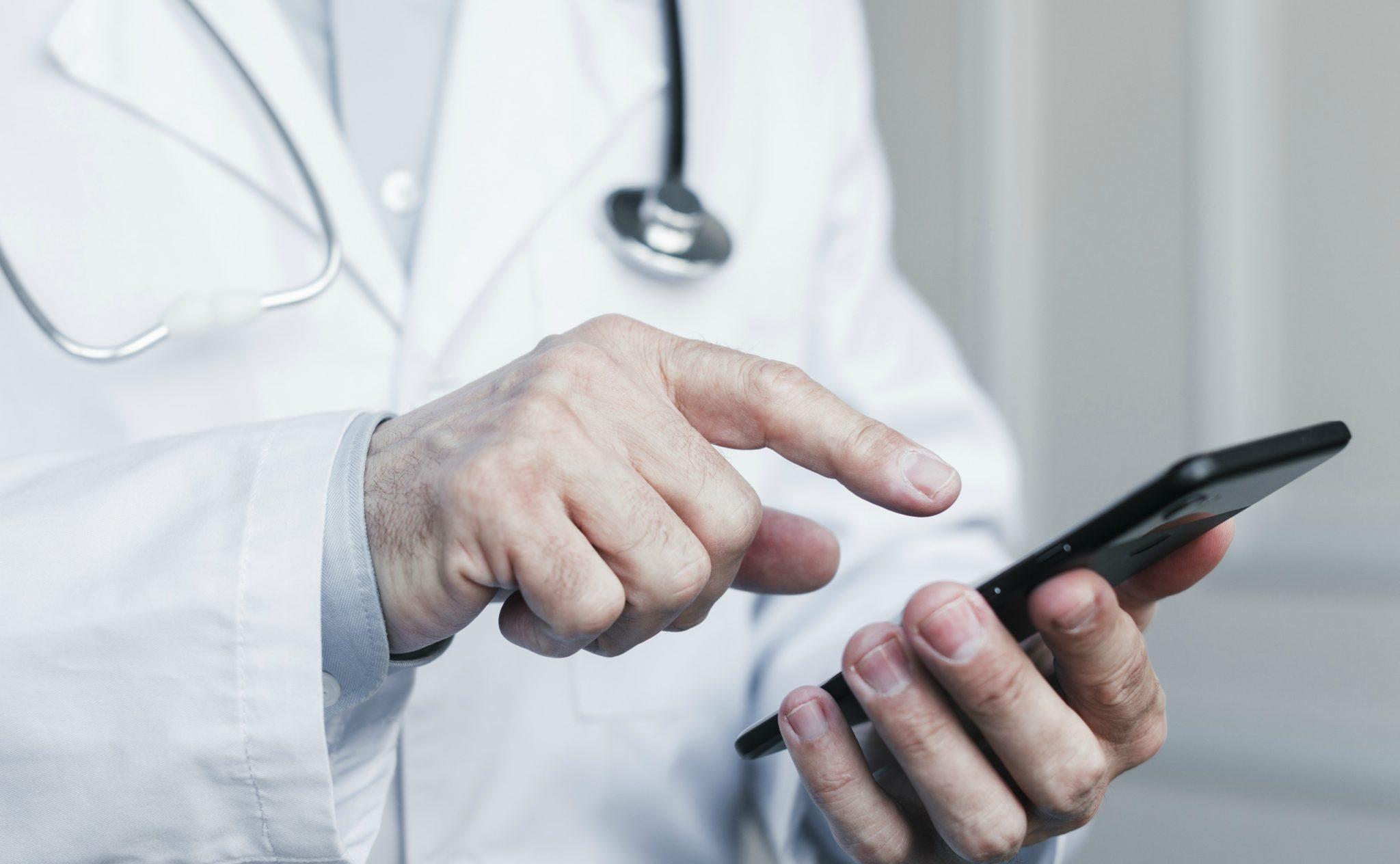 Atendimento médico por WhatsApp