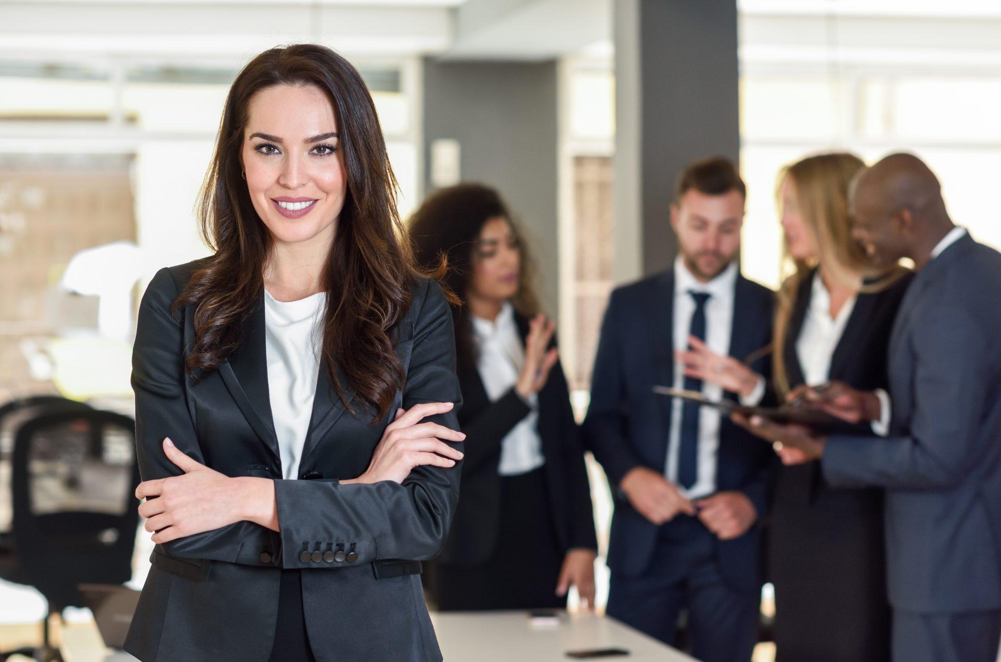 Bayer se compromete a aumentar número de mulheres líderes