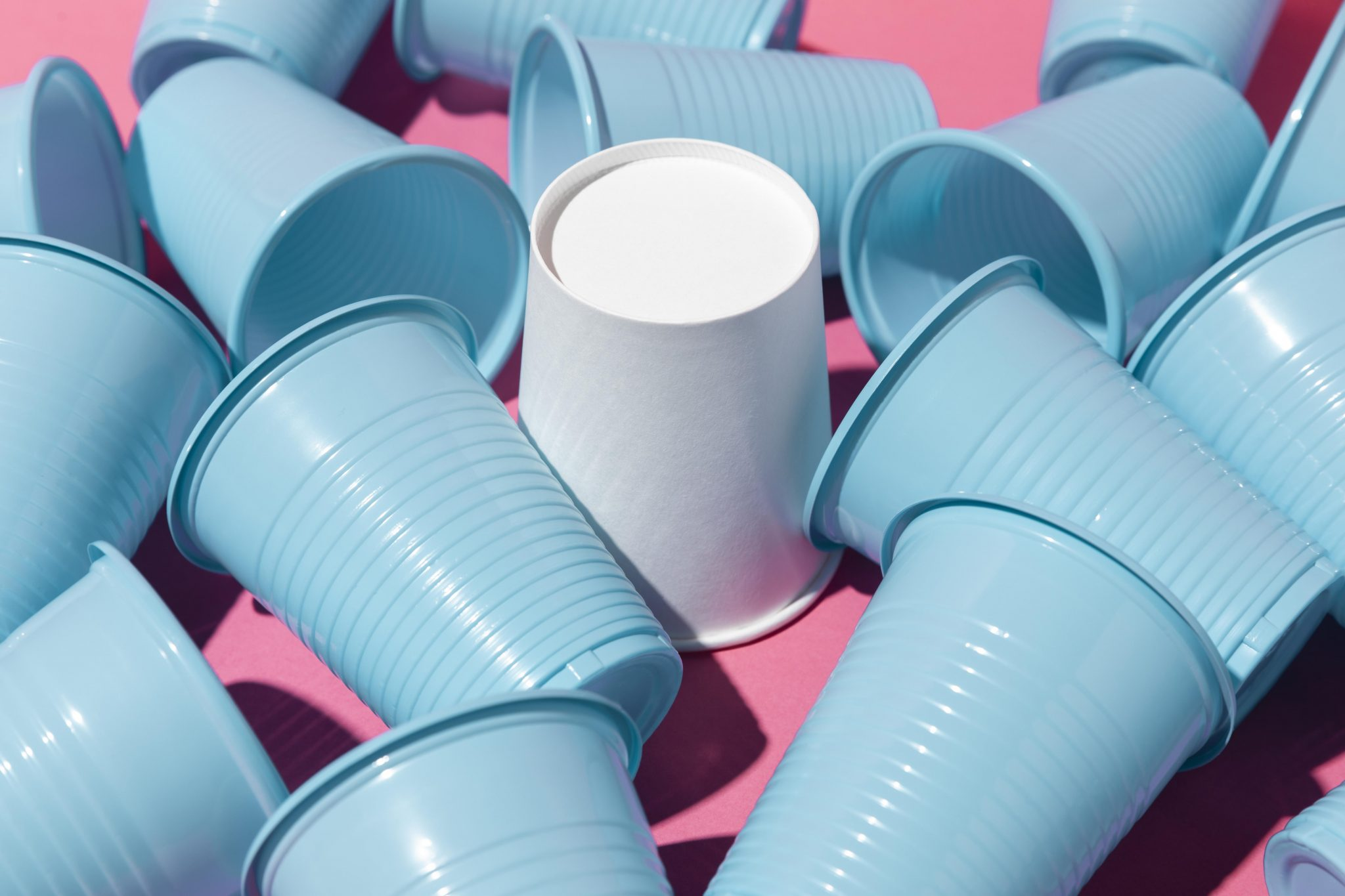 A Aspen Pharma está atuando ativamente em uma campanha para diminuir a quantidade de copos de plástico