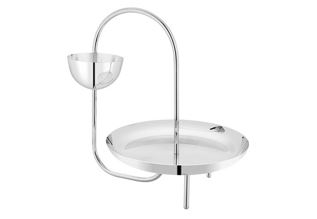 ST. JAMES | Banhada em prata previamente abrilhantada e endurecida, Loops dispõe de dois andares e confere um estilo contemporâneo e elegante