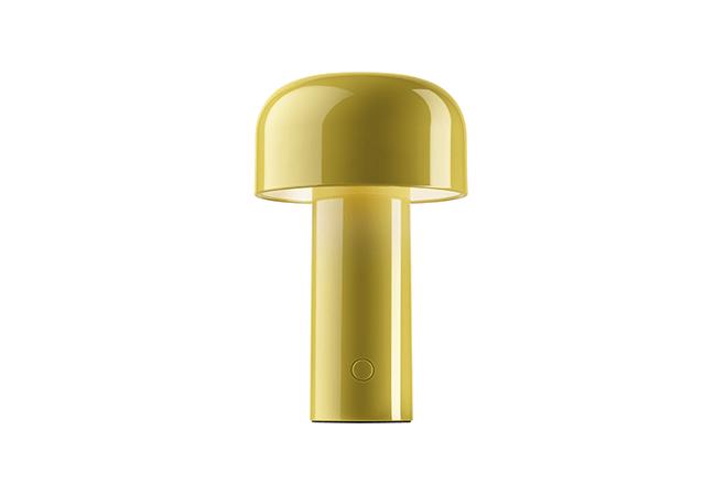 CHAPLINS FURNITURE: A luminária Bellhop é ideal para adicionar cor aos ambientes. Sem fio, a peça é recarregável por USB e conta com configurações de tom da luz