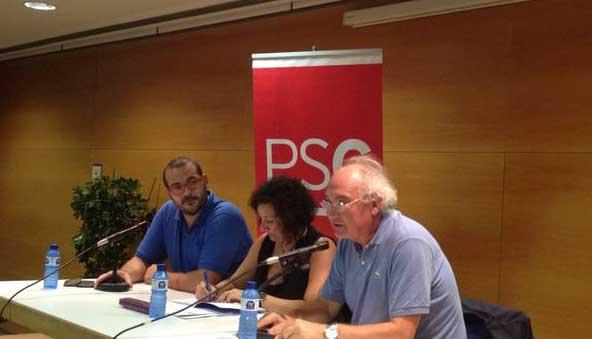 Alicia Romero, entre el alcalde de Mataró David Bote y el exalcalde, Manuel Mas. Autor: PSC Mataró