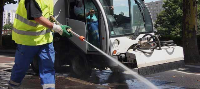 Cuatro de las cinco plazas son para limpieza viaria