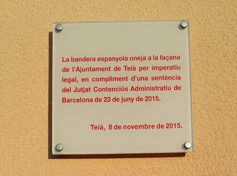 El Ayuntamiento ha colocado una placa en la fachada