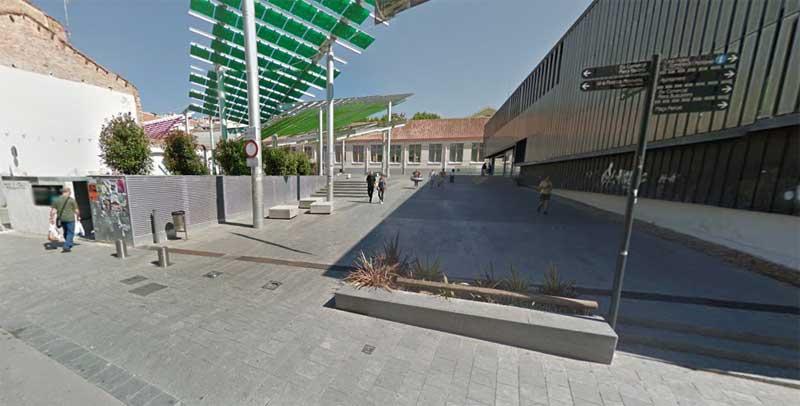 La plaza universitat, situado sobre el parking