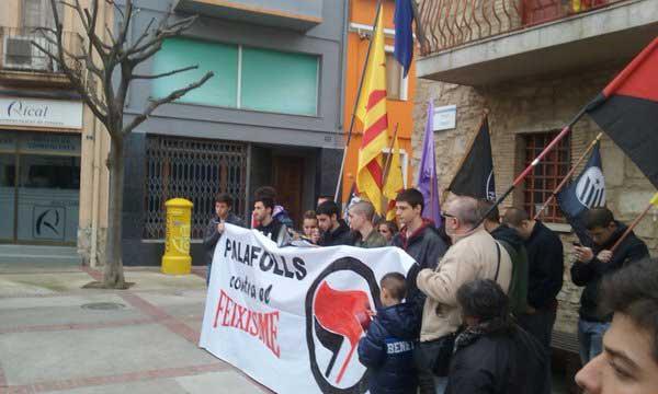 Participantes en la manifestación contra los legionarios