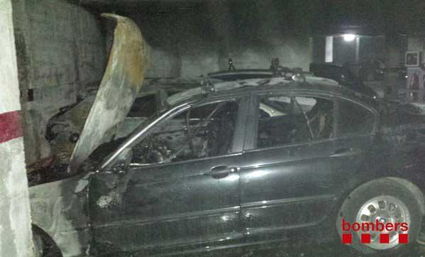 Estado en que quedaron los coches tras ser apagado el incendio