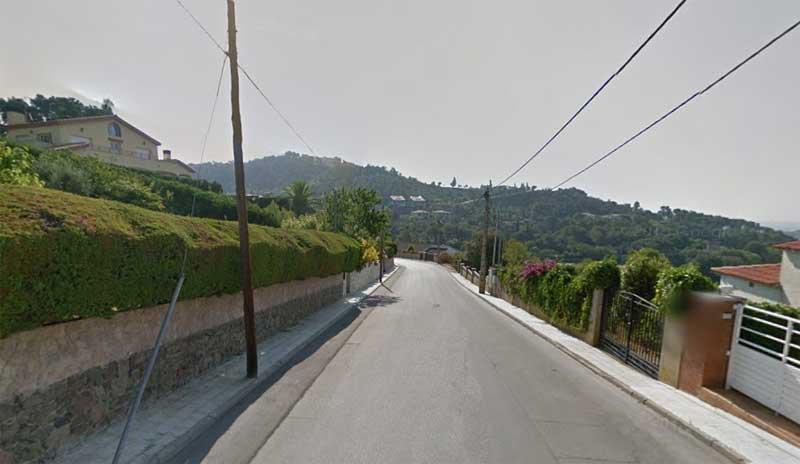 El accidente se ha producido en el camino de acceso a la urbanización La Vall