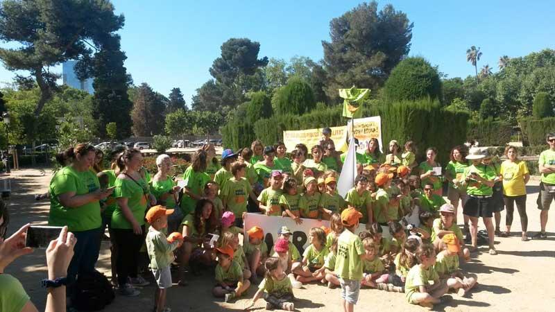"""En el """"desembarco"""" también participaron alumnos de la escuela. Foto: AMPA Mar Nova"""