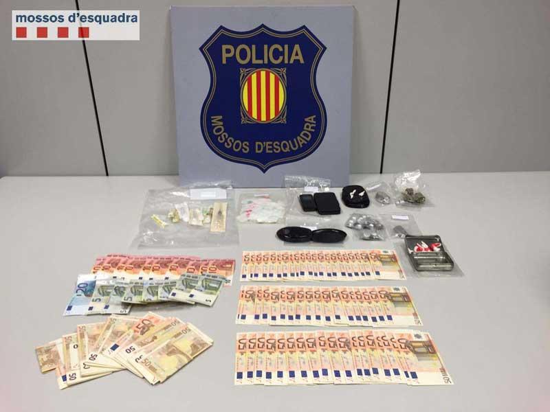 Los Mossos incautaron al traficante droga y dinero