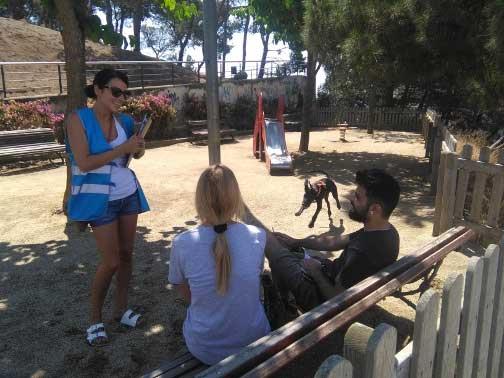 El objetivo de los agentes es responder a las peticiones de los vecinos sobre el terreno. Foto: Ajt. de Mataró