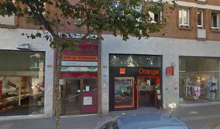La tienda Orange en la Gran Via de Lluís Companys