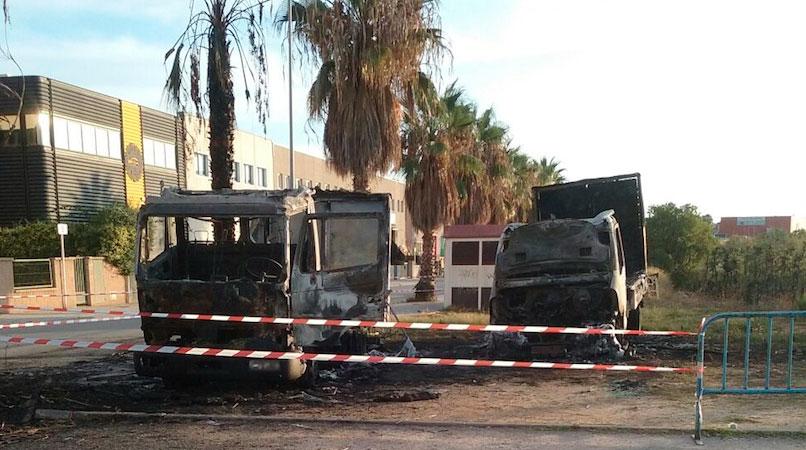 Los camiones incendiados