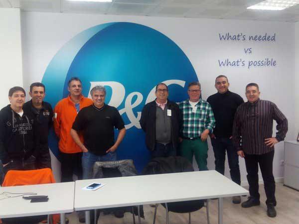 Los representantes del comité de empresa junto a los de CC.OO. de industria