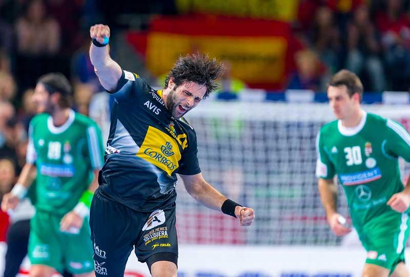 Antonio Garcia celebrando una de sus decisivas aportaciones a la selección nacional de balonmano. Foto: Ajt de La Llagosta