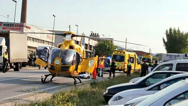 El helicóptero del SEM ha aterrizado en la carretera. Foto: Twitter @pepmollevi