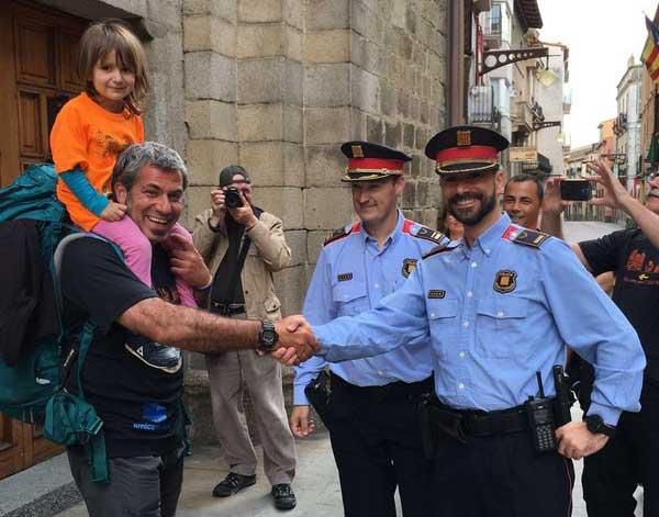 Palacio, en la Jonquera, siendo felicitado por sus compañeros