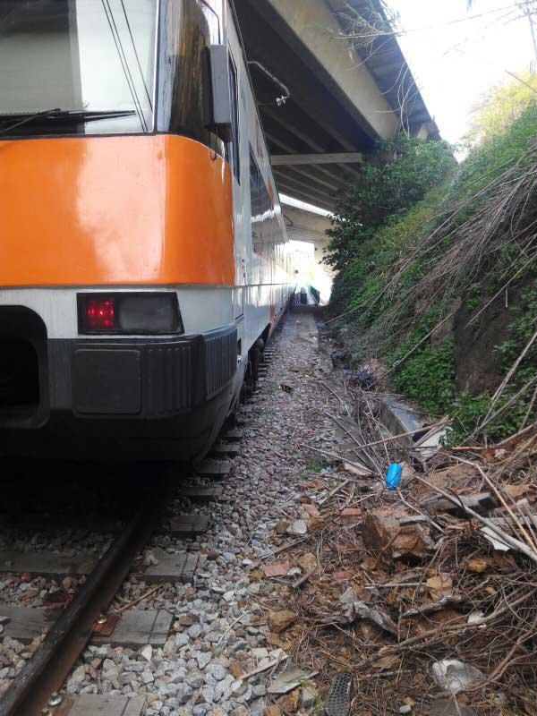 El tren parado en Montcada. Foto: Policia de Montcada