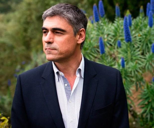 Diners conversó con el afamado escritor chileno sobre su novela nueva: Desastres Naturales. Un relato íntimo para los amantes de la buena escritura.