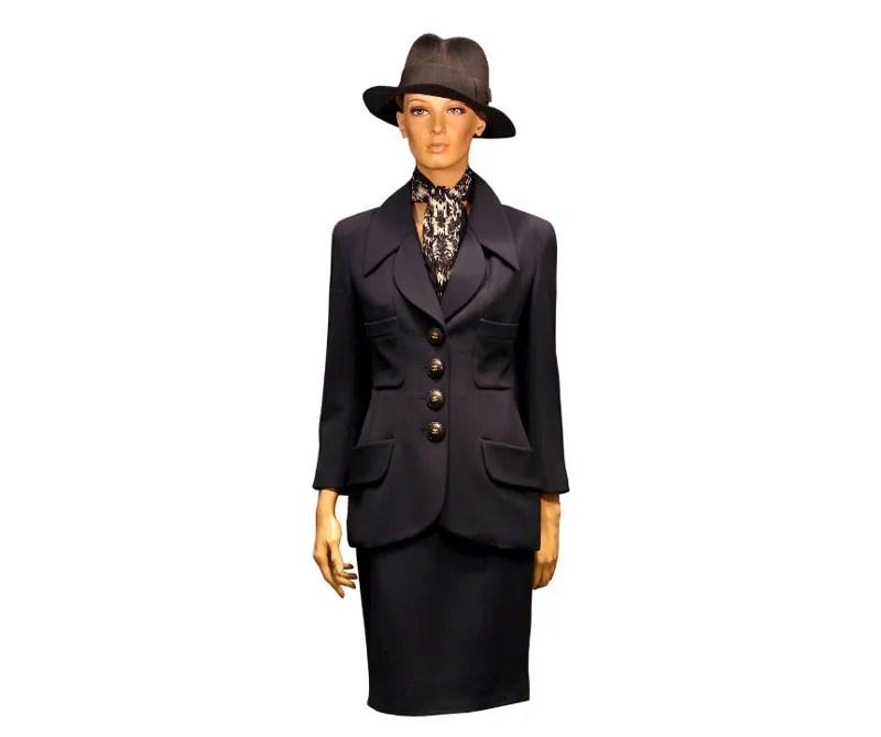 vestido de oficina, diseño Karl Lagerfeld