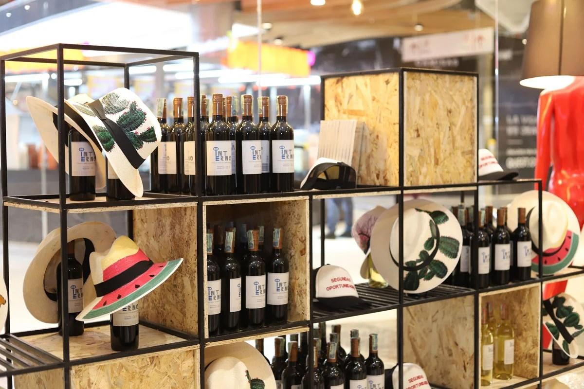 vinos y sombreros