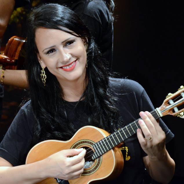 Vanessa Trópico foi a grande contemplada na categoria 'Instrumentos no Choro' do primeiro Edital Pensadores do Choro, promovido pela #e-ditora] e a Revista do Choro no final de 2014.