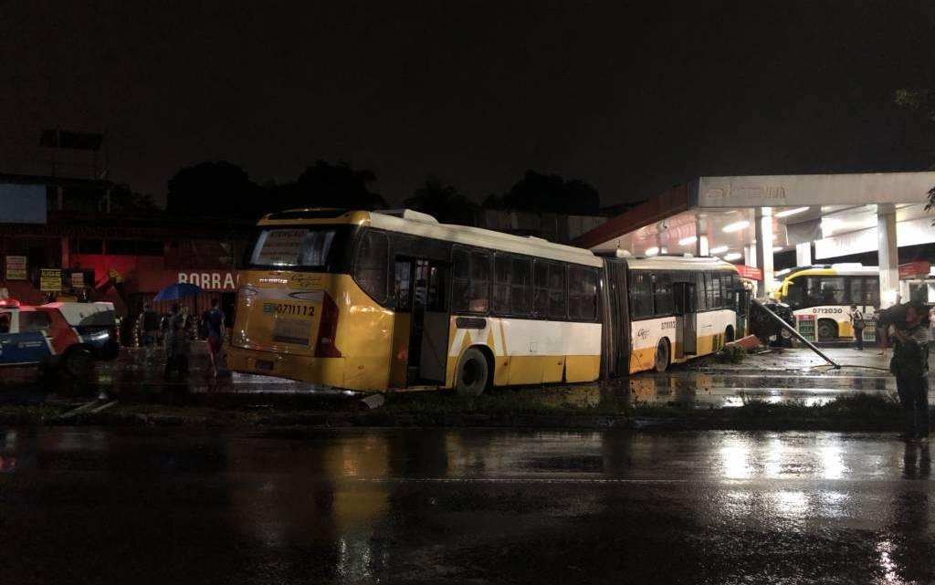 Acidente com BRT em Manaus deixa três feridos