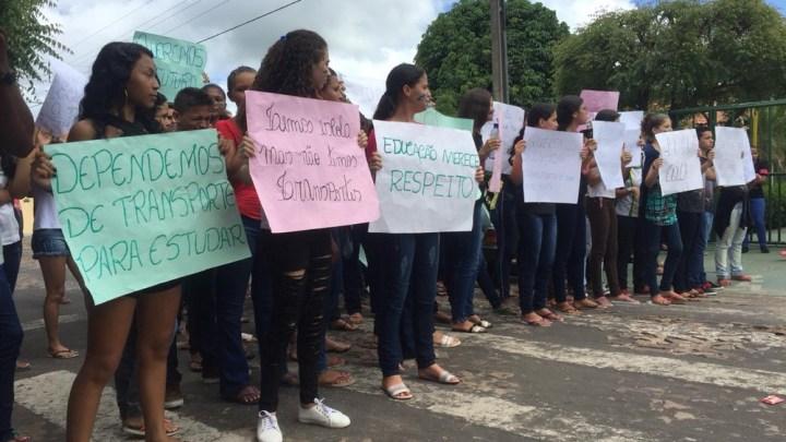 No Piauí, estudantes denunciam falta de ônibus para ir a escola